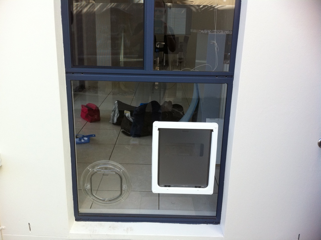 DOGMATE DOG DOOR WITH LINER LARGE SIZE WHITE